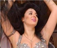 فيديو| صافيناز تعلن اعتزالها الرقص وتغازل «طبيب تجميل»