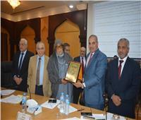 جامعة الأزهر تكرّم الشيخ صالح كامل لجهوده في دعم مركز الاقتصاد الإسلامي