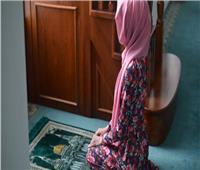 «الإفتاء» توضح حكم طهارة الملابس الخارجية أثناء «الدورة الشهرية»