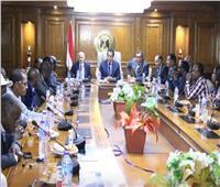صور| وزير التعليم العالي يسلم شهادات لمتدربي أطباء العيون الأفارقة