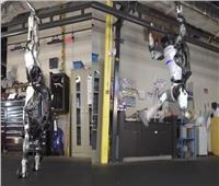 فيديو: روبوت يؤدي حركات أكروباتية مدهشة