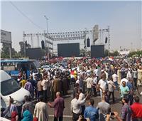 شاهد  الأغاني الوطنية تشعل حماس المصريين أمام «النصب التذكاري»