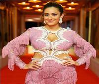 ناقد موضة: فستان أمنية خليل في مهرجان الجونة أظهرها «أكثر امتلاءً»