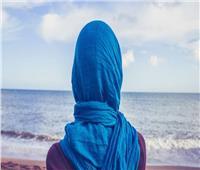 ما حكم إظهار جزء من الشعر أثناء ارتداء الحجاب؟.. «الإفتاء» تجيب