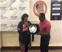 وزيرة الثقافة تسلم جائزة جومو كينياتا بمعرض نيروبي الدولي للكتاب