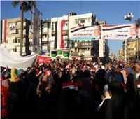 صور  بالأعلام وهتاف «تحيا مصر».. مسيرة حاشدة لتأييد السيسي في دمياط