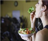 دراسة: تناول الخضروات نيئة يضر بصحتك