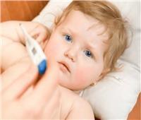للأمهات الجدد.. التعامل الصحيح مع «سخونية» طفلك تحت 3 أشهر