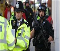 الشرطة البريطانية تعتقل شخصا سكب على نفسه مادة مشتعلة قرب مقر البرلمان