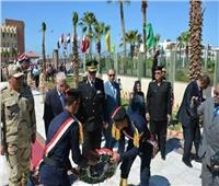 محافظ جنوب سيناء يضع إكليلًا من الزهور على النصب التذكاري للجندي المجهول