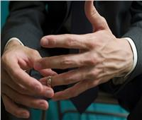 ما حكم عدم ارتداء الرجل «الدبلة» مع مضايقة الزوجة؟.. «الإفتاء» تجيب