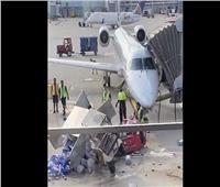 فيديو  حقيقة تصادم معدة تموين بطائرة بمطار القاهرة