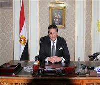 وزير التعليم العالي يستعرض تقريرًا حول فعاليات احتفال الجامعات المصرية بنصر أكتوبر