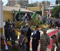 محافظ المنيا يضع إكليل زهور على النصب التذكاري احتفالا بانتصارات أكتوبر