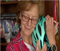 فيديو| عجوز سبعينيةتتحدى «طريق الموت»
