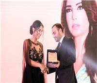 وزير الثقافة اللبناني يكرم الأديبة نادين الأسعد بجائزة «أرض المبدعين»