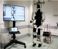 صور  هيكل خارجي آلي يعيد لرجل مشلول القدرة على المشي مجددا