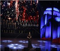 صور| إيمان عبد الغني تغني لشادية وليلي مراد باحتفالية الأوبرا