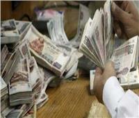 تجميد رواتب بعض الموظفين لضعف المخصصات المالية للأجور.. الحكومة ترد
