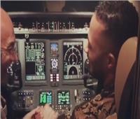 آخرهم «محمد رمضان».. تعرف على عقوبة السماح لأشخاص الدخول لقمرة الطائرة