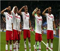 لاعبو تركيا يتحدون الاتحاد الأوروبي باحتفال عسكري جديد