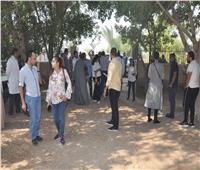 فريق عمل مبادرة «حياة كريمة» يزور قرية «عرب الكلابات» بأسيوط