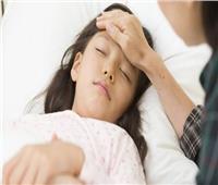 تحذير للأمهات.. هذا التصرف يزيد مضاعفات الالتهاب السحائي
