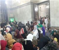 صور| بالنذر والنفحات.. الآلاف يلتفون حول مقام السيد البدوي بطنطا