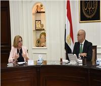 وزير الإسكان يناقش مع وفد من البنك الدولي مشروعات الصرف الصحي بالريف