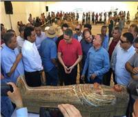 صور| مصطفى وزيري: اكتشاف «أضخم» خبيئة توابيت فرعونية في الأقصر