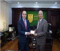 عمدة «باڤوس» القبرصية يبحث سبل التعاون مع جامعة الإسكندرية
