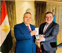 أذربيجان تهنئ نقيب الأشراف لحصوله على ميدالية الجهاز الدبلوماسي بها