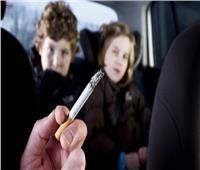 دراسة: التدخين السلبي قد يضر عيون الأطفال