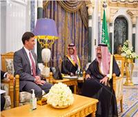 خادم الحرمين يبحث مع وزير الدفاع الأمريكي التعاون الاستراتيجي والقضايا الأمنية