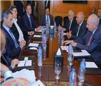 «الوزير» يبحث مع الخط الملاحي العالمي CMA التعاون في النقل البحري والموانئ