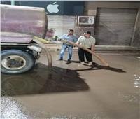 صور| الدفع بسيارات لرفع مياه الأمطار بشبين القناطر