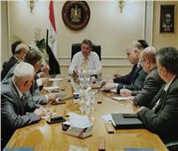 توفيق يعقد اجتماعا مع رؤساء النقابات العامة بالشركات القابضة