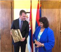رئيس حكومة فويفودينا يلتقي وزيرة الثقافة لدعم الأنشطة الإبداعية بين مصر وصربيا