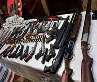 ضبط 19 قطعة سلاح و702 هارب من أحكام ببحيرة المنزلة