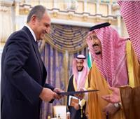 خادم الحرمين يتسلم أوراق اعتماد السفير المصري لدى السعودية