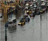 محافظ الإسكندرية يتفقد منطقتي «المنشية والرمل» لمتابعة تصريف مياه الأمطار