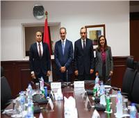 محافظ أسيوط ووزير الاتصالات يشهدان توقيع مذكرة تفاهم في التنمية الشاملة