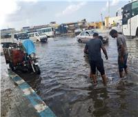 محافظ مطروح يوجه بدفع سيارات لكسح مياه الأمطار على الطريق الساحلي