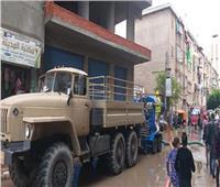 المنطقة الشمالية العسكرية تشارك بأعمال سحب تجمعات مياه الأمطار بكفر الدوار