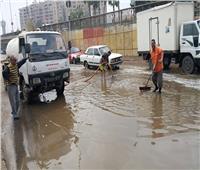 رئيس حي الجنوب يتابع أعمال رفع المياه بمدخل بورسعيد