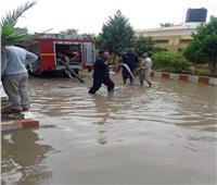 كفر الشيخ تواصل عمليات رفع المياه المتراكمة داخل المدارس