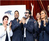 صور| حماقي يُشعل احتفالية «تيسير زواج الفتيات» بدويتو مع أحمد حلمي