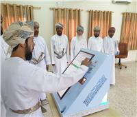 بالصور إقبال كبير على انتخابات مجلس الشورى العماني
