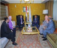 وزير النقل يلتقي سفير إستونيا بالقاهرة لبحث التعاون بين الجانبين