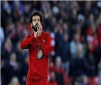 فيديو| لاعب توتنهام يطلب قميص محمد صلاح في ممر اللاعبين